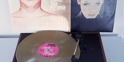 Vinyl-Offensive von P!ink. (c) Sony Musik