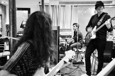 Pål Waaktaar Savoy mit seiner Band. (c) Jason Brandenberg