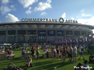 Ruhe vor dem Sturm, Commerzbank Arena von außen. Foto: Andi Wand