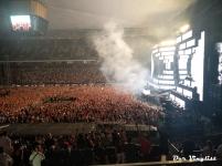 Blick auf Bühne und Publikum bei Steve Aoki. Foto: Andi Wand