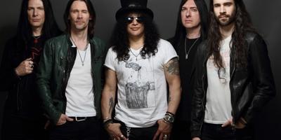 Slash & Band kommen mit neuer Musik. (c) Gene Kirkland