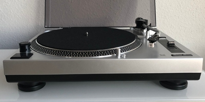 Der Plattenspieler DUAL DTJ 301.1 USB im Test. (c) dervinylist.com