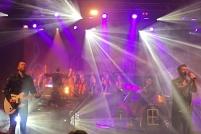Revolverheld mit dem Gospel-Chor THE RIGHT KEY. (c) dervinylist.com