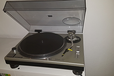 Auch wir hören auf dem Technics SL-1200 MK2. (c) Der Vinylist