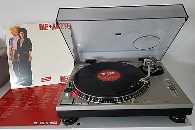 Neu aufgelegt: DEBIL von Die Ärzte. (c) Der Vinylist