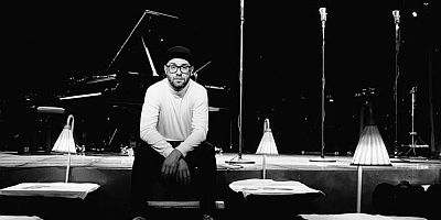 Die Piano-Sessions in Paris mit Mark Forster. (c) Robert Winter