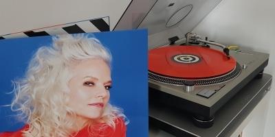 """Das Album """"55"""" von Ina Müller auf dem Plattenteller. (c) Der Vinylist"""