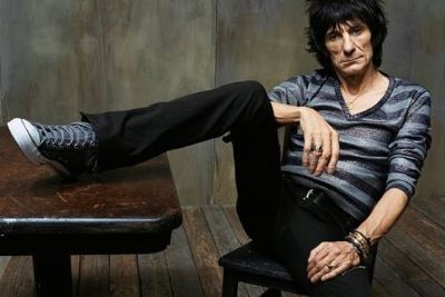 Ronnie Wood ehrt Jimmy Reed. (c) Mark Seliger